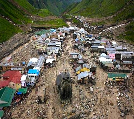 Kedarnath_temple_flood_landslide_photo.jpg
