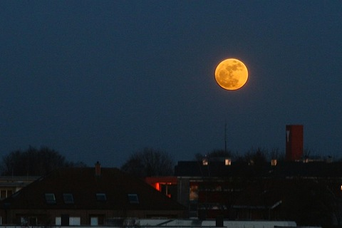 Supermoon_over_Germany_2011.jpg