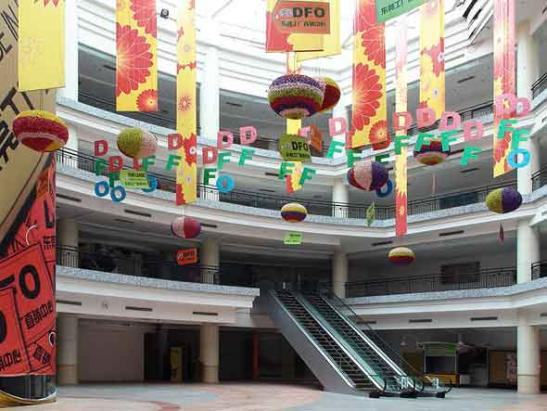 10-the-worlds-biggest-mall-is-in-china-but-it-has-been-99-empty-since-2005.jpg