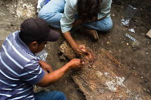 mexico-tomb-jade-bachand-cleaning-skeleton_20359_big.jpg